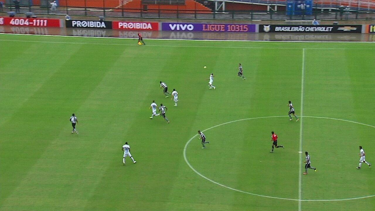 Que beleza! Paulinho dá belo chapéu e jogador do Botafogo não acha nada