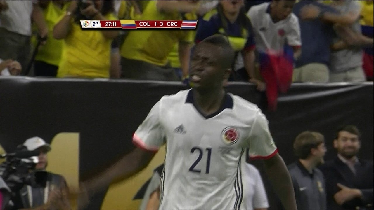 Gol da Colômbia! Cuadrado cruza para Moreno diminuir, aos 27' do 2º tempo