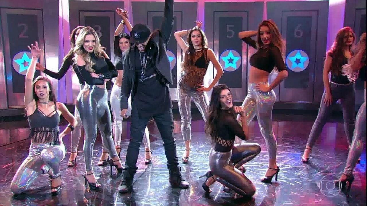 Mc Koringa canta 'Dança Sensual'