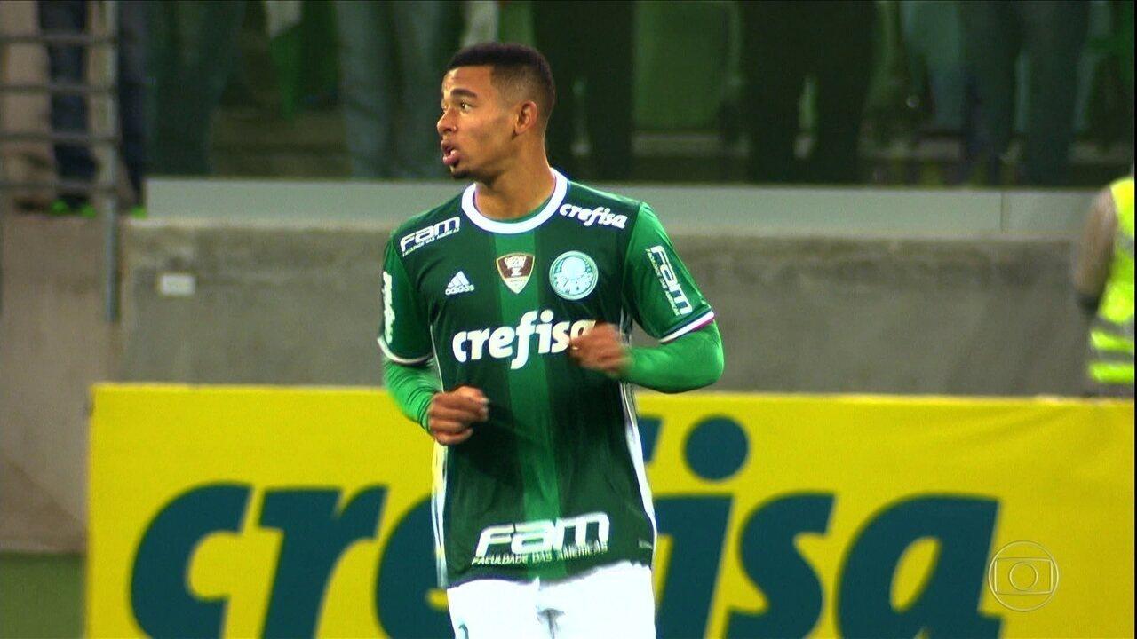 Com dois de Gabriel Jesus, Palmeiras vence o América-MG e segue líder do Brasileirão