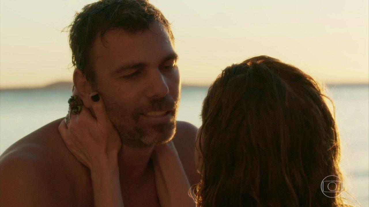 Felipe pede Lenita em casamento