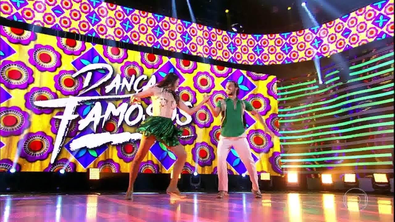 Brenno Leone e Rachel Drodowsky dançam ao som de