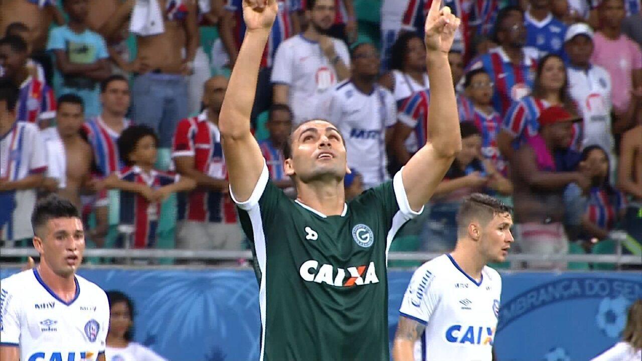 GOOOOOL! Após cobrança de escanteio Léo Gamalho chuta e marca para o Goiás 2 x 4 Bahia