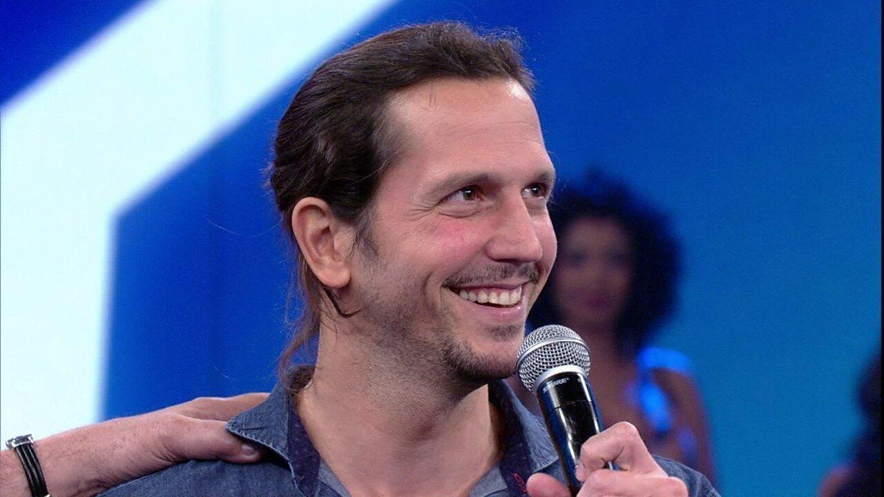Vladimir Brichta relembra sua trajetória no palco do Domingão