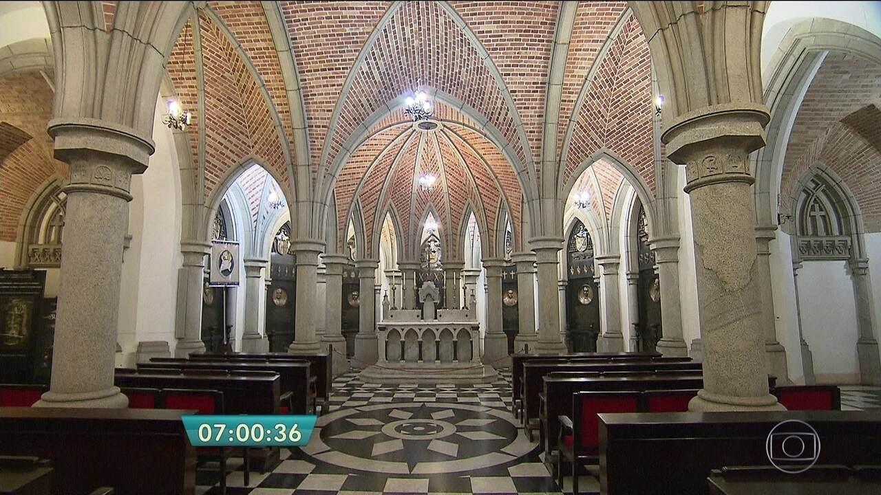 Cripta da Sé guarda câmaras mortuárias e sarcófagos de bispos e arcebispos em SP