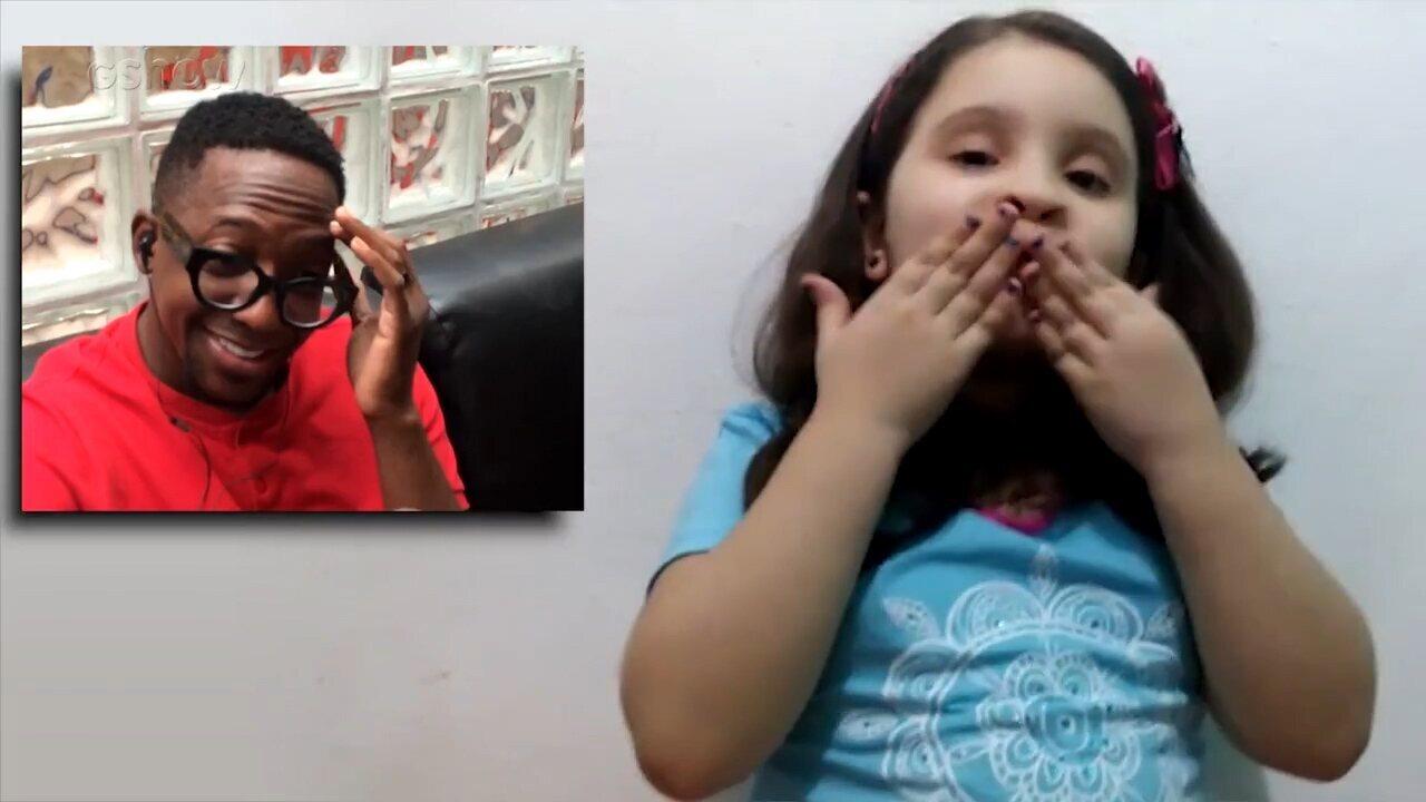 Mumuzinho se emociona com vídeo da fã mirim Sophia nos bastidores do 'Encontro'