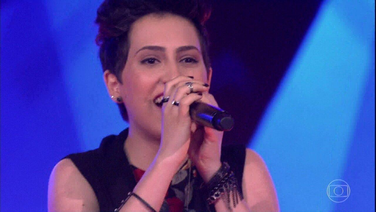 Joana Castanheira canta 'Toxic'