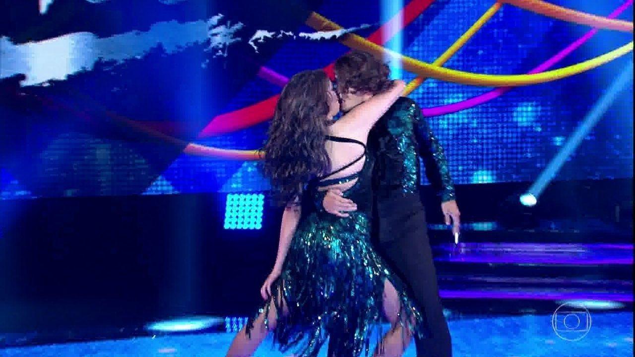 Brenno Leone aposta em coreografia sensual no 'Dança dos Famosos'