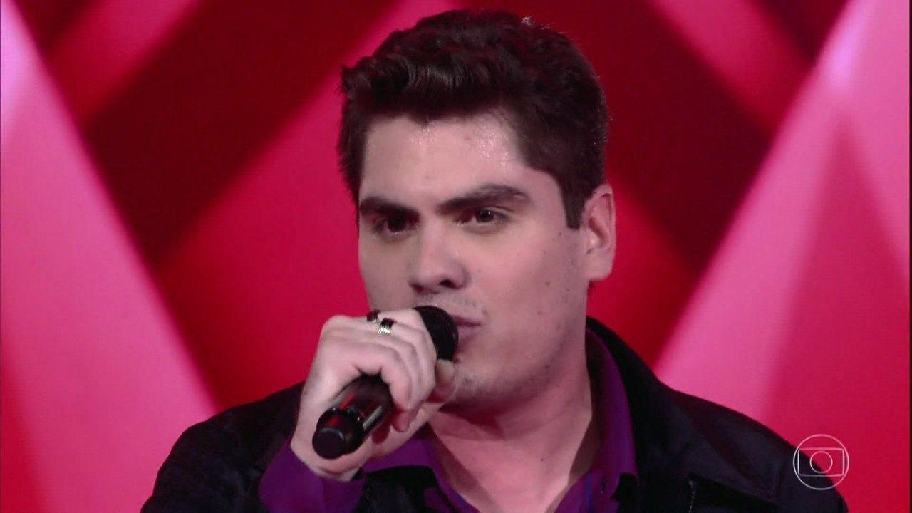 Kiko Britez canta 'As Dores do Mundo'