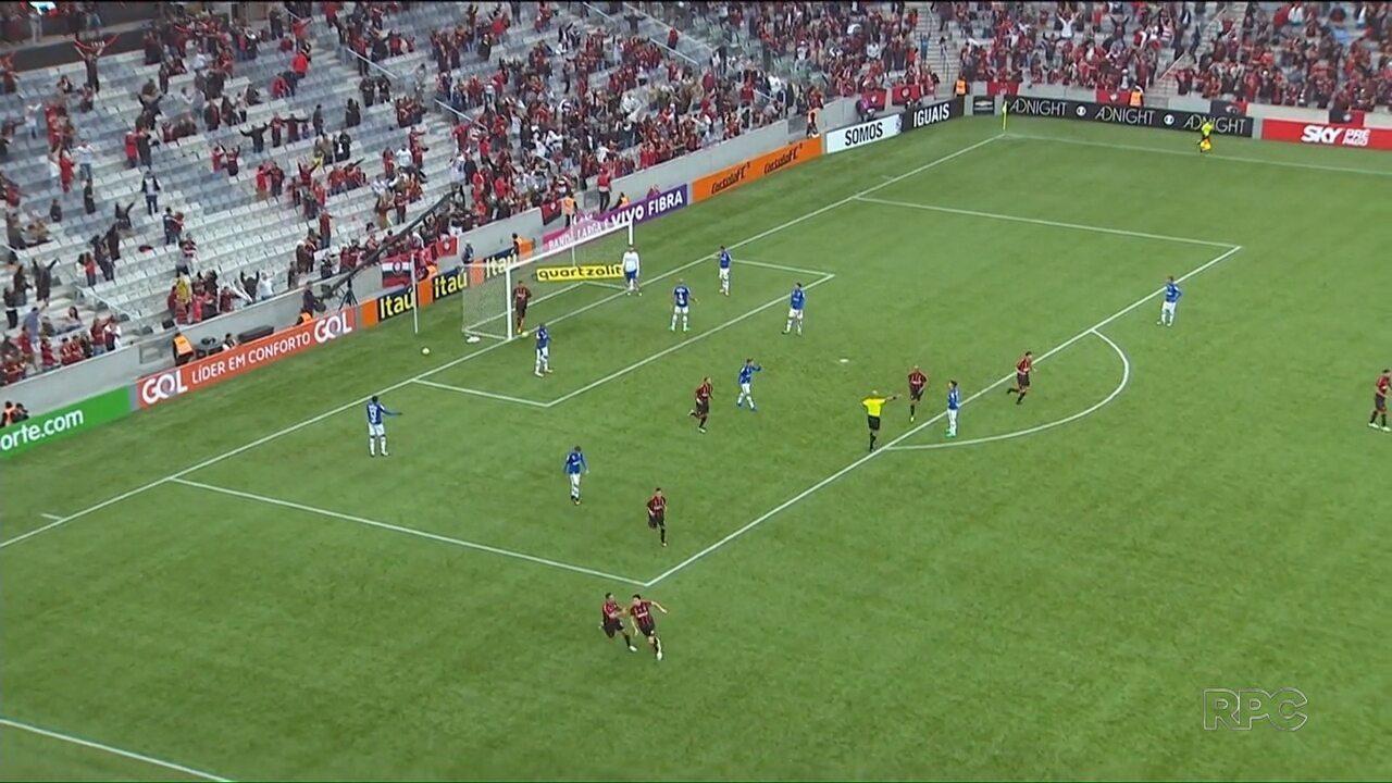 Atlético vence o Cruzeiro na Arena da Baixada