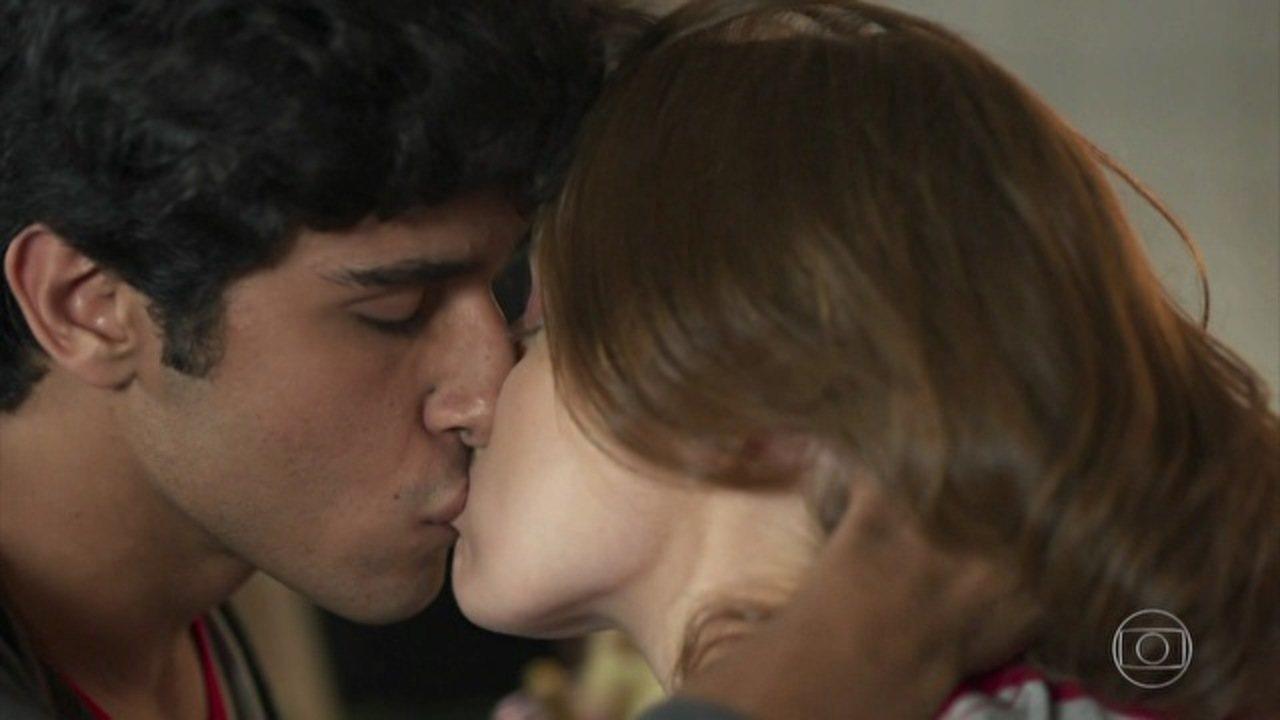 Malhação: Pro Dia Nascer Feliz - Capítulo de quinta-feira, dia 17/11/2016, na íntegra - Jabá e Juliana se beijam