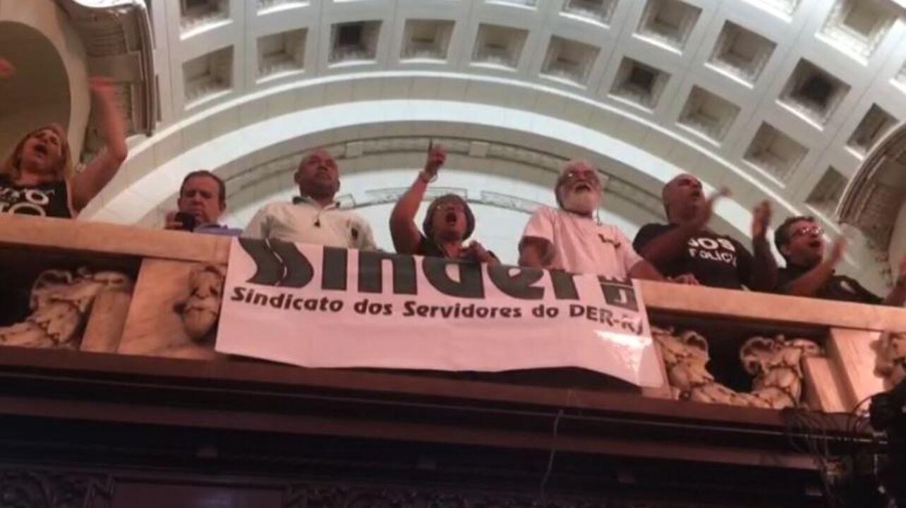 Protesto interrompe votação no plenário da Alerj