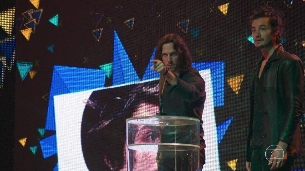 Gui denuncia Léo Régis em cima do palco