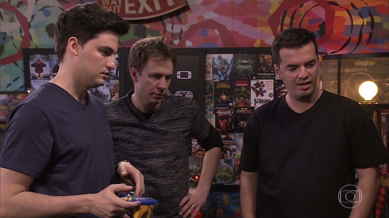 Tiago Leifert e Felipe Neto jogam games retrôs