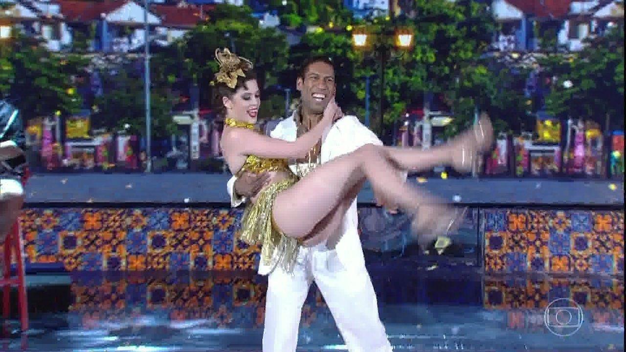 Sophia Abrahão arrasa dançando samba