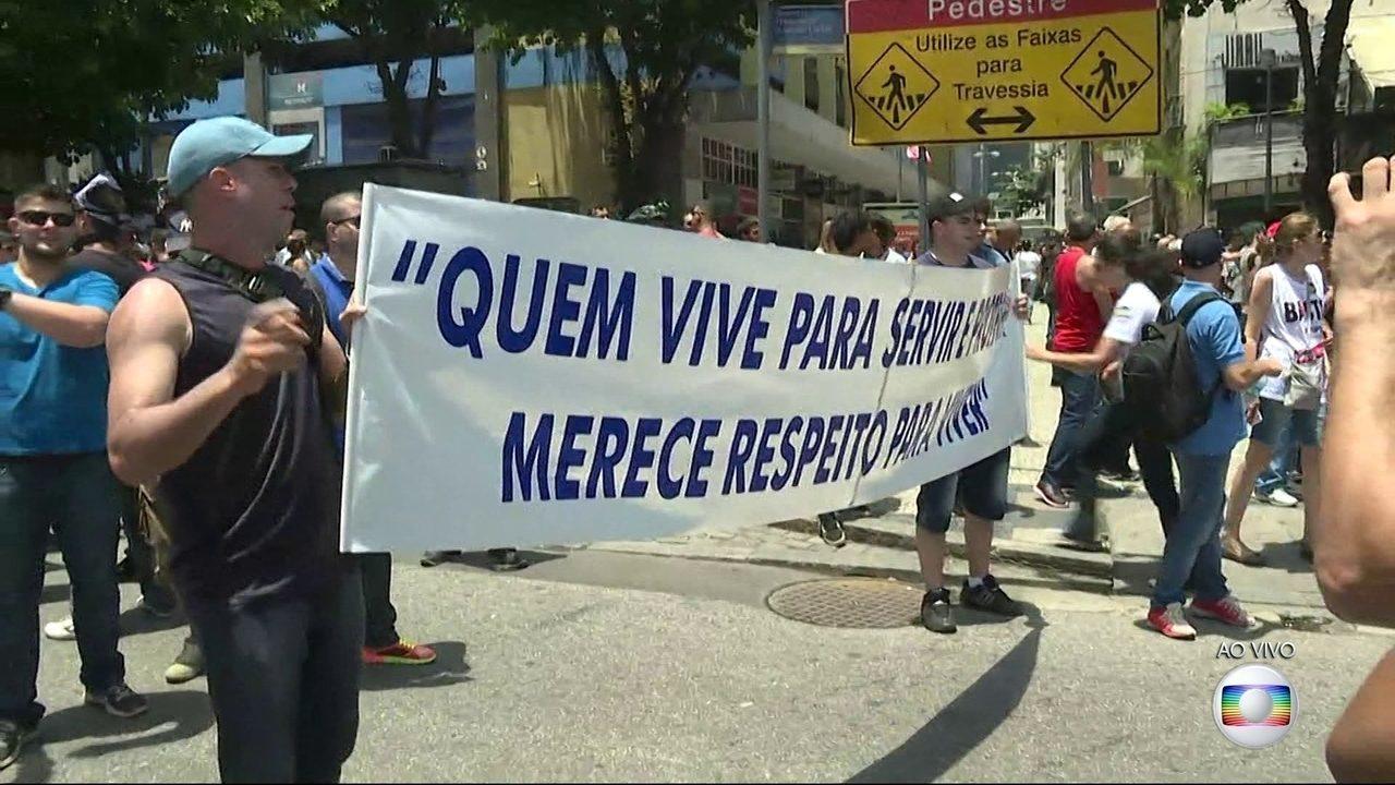 Servidores de várias categorias fazem manifestação contra o pacote do governo