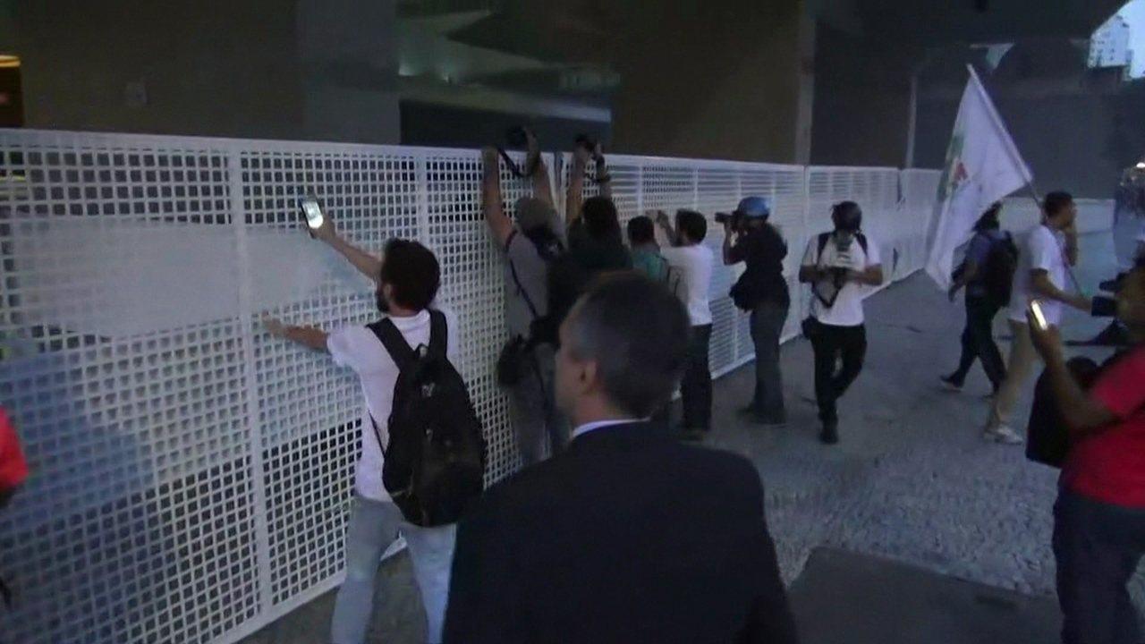 Manifestantes protestam em São Paulo contra aprovação da PEC do teto dos gastos