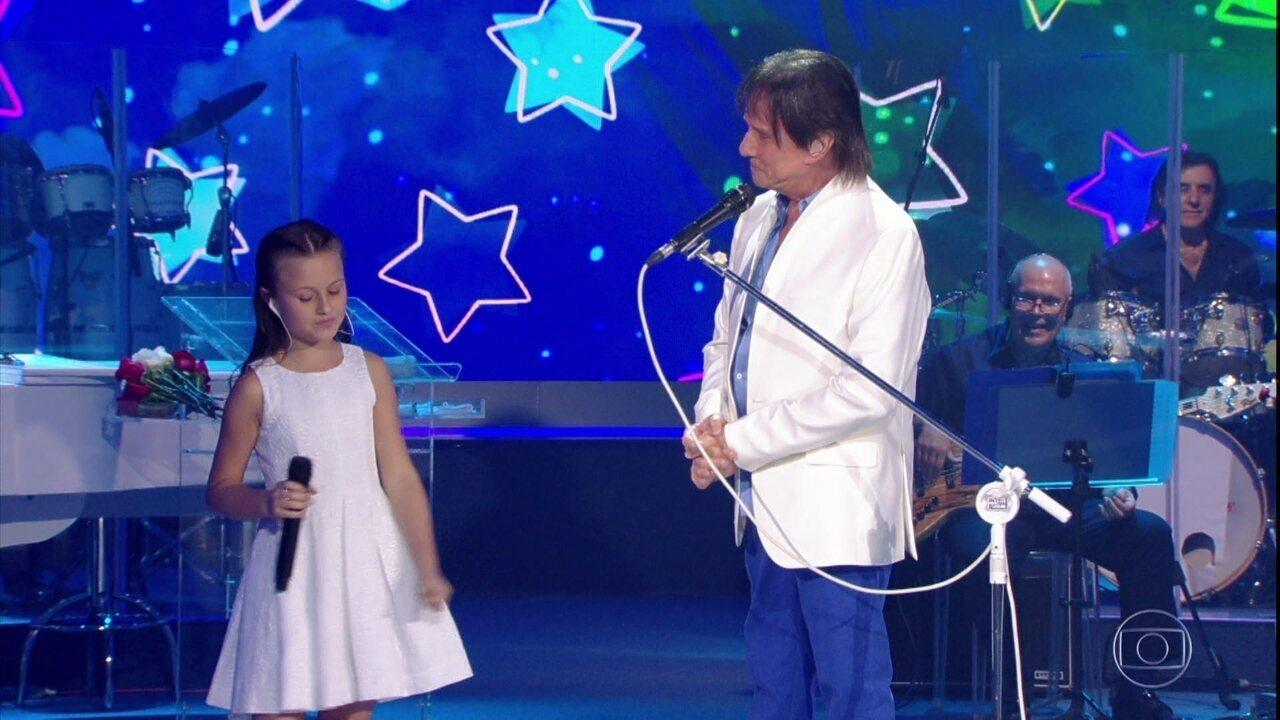 Roberto Carlos e Rafa Gomes cantam a música 'Ben'