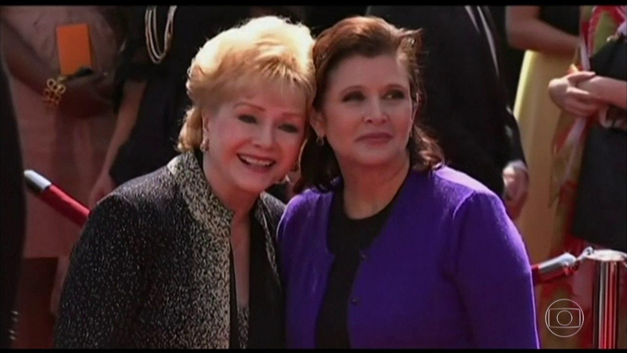 Atriz Debbie Reynolds, mãe de Carrie Fisher, morre após sofrer um AVC