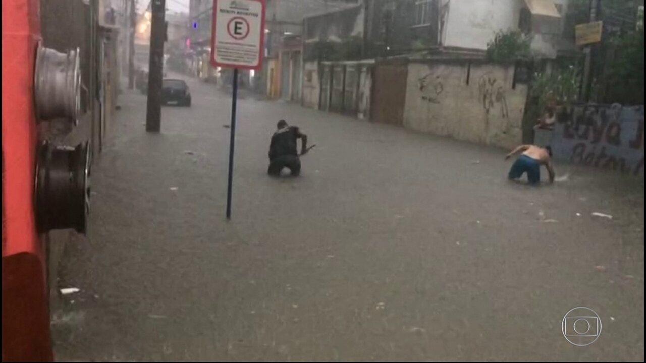 Chuva forte com raios e granizo cai sobre Rio, Baixada Fluminense e Região Serrana