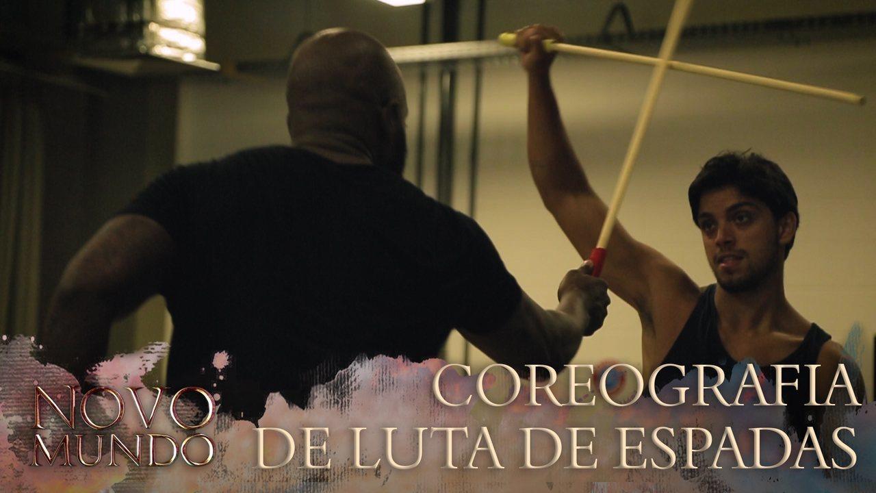 Eles ainda treinam coreografia de espadas e movimentos para cenas de ação