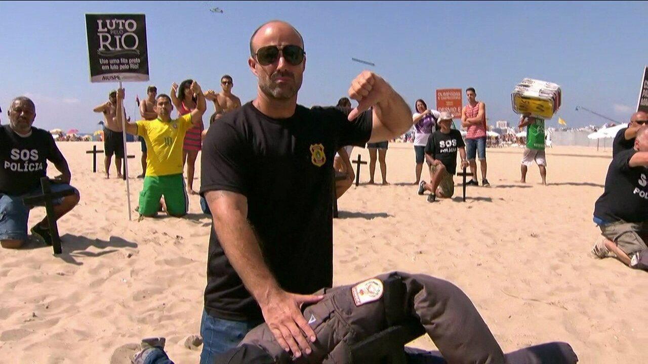 Protesto contra morte de policiais é organizado na Praia de Copacabana