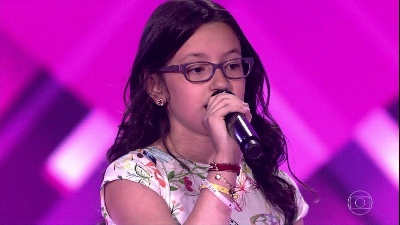 Mariana de Medeiros canta 'Eu só queria te amar'