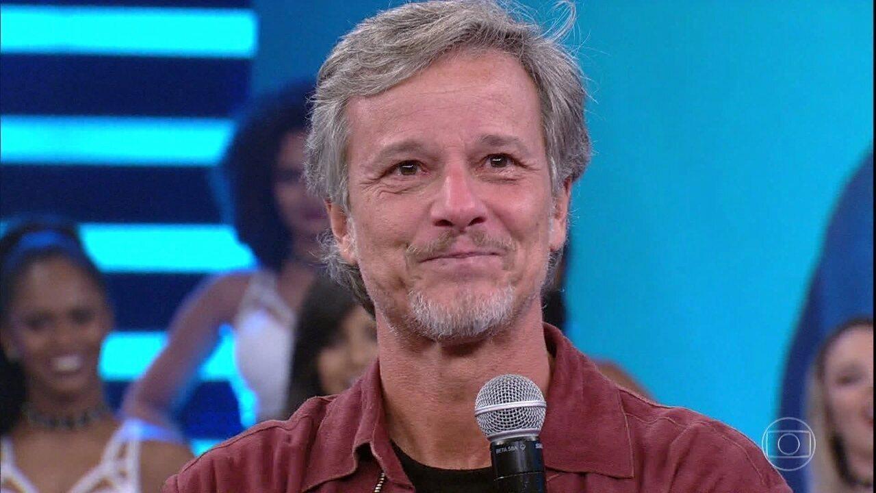 Marcelo Novaes se emociona com depoimento dos pais