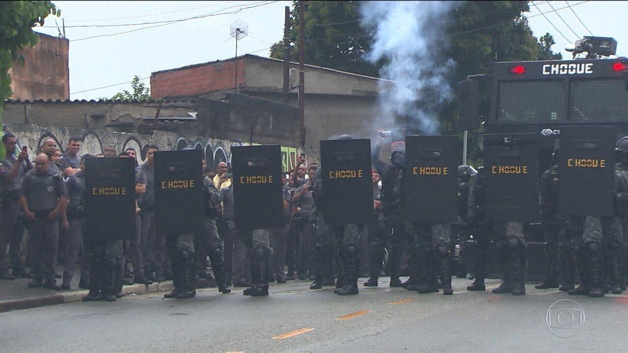 Reintegração de posse em SP tem confronto entre moradores e polícia
