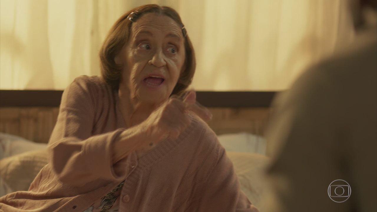 Sol Nascente - Capítulo de sábado, dia 21/01/2017, na íntegra - Lenita assume para Loretta que teve uma filha