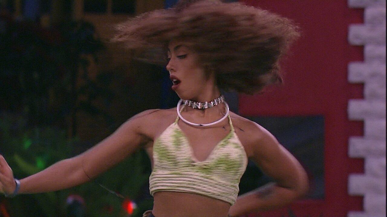 Gabriela Flor dança ao som de 'O Tempo Não Para', de Cazuza