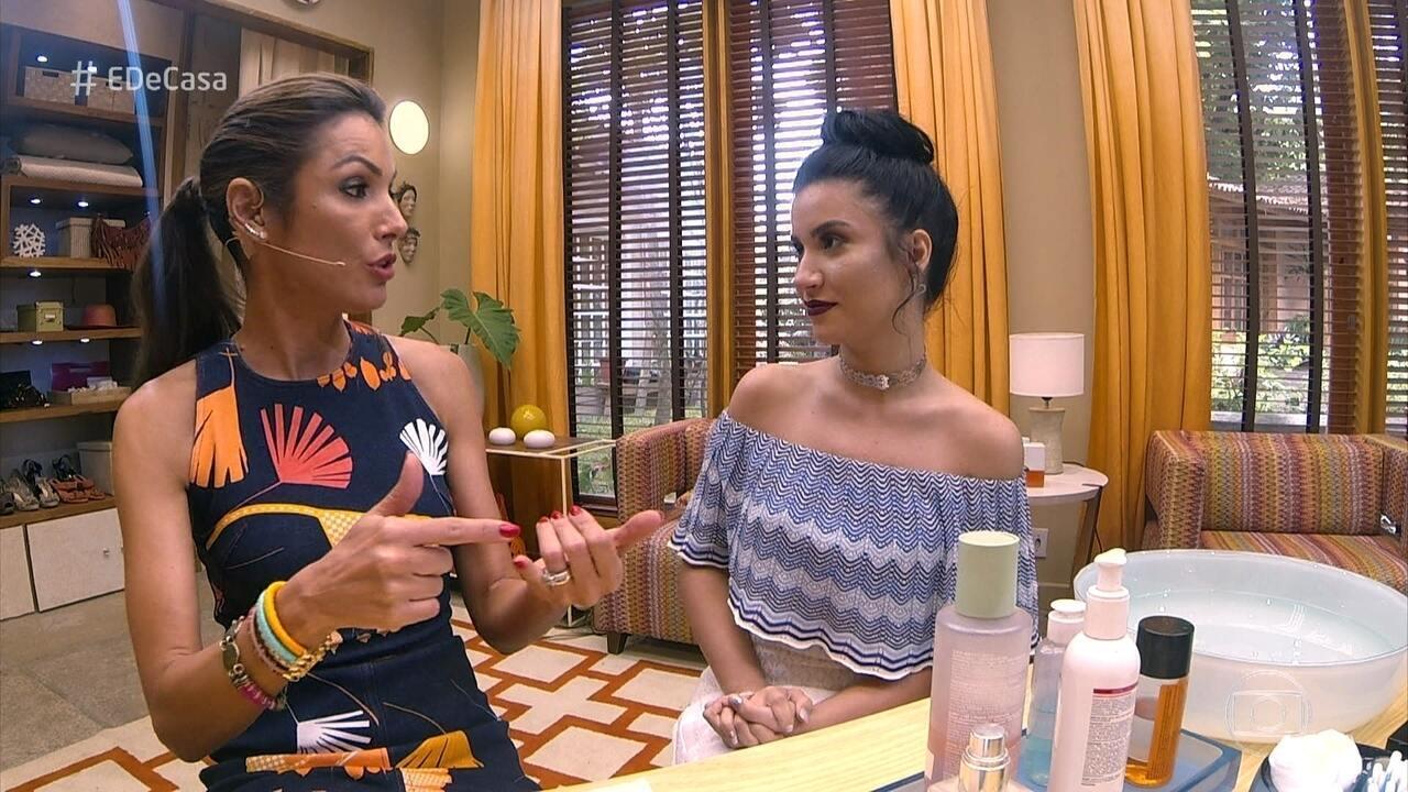 Bianca Andrade ensina como retirar a maquiagem