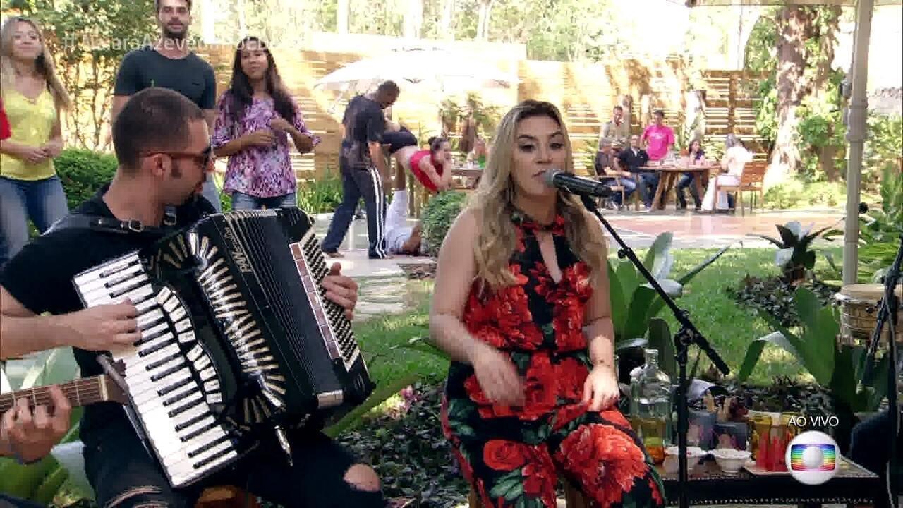 Naiara Azevedo interpreta sucesso '50 Reais'