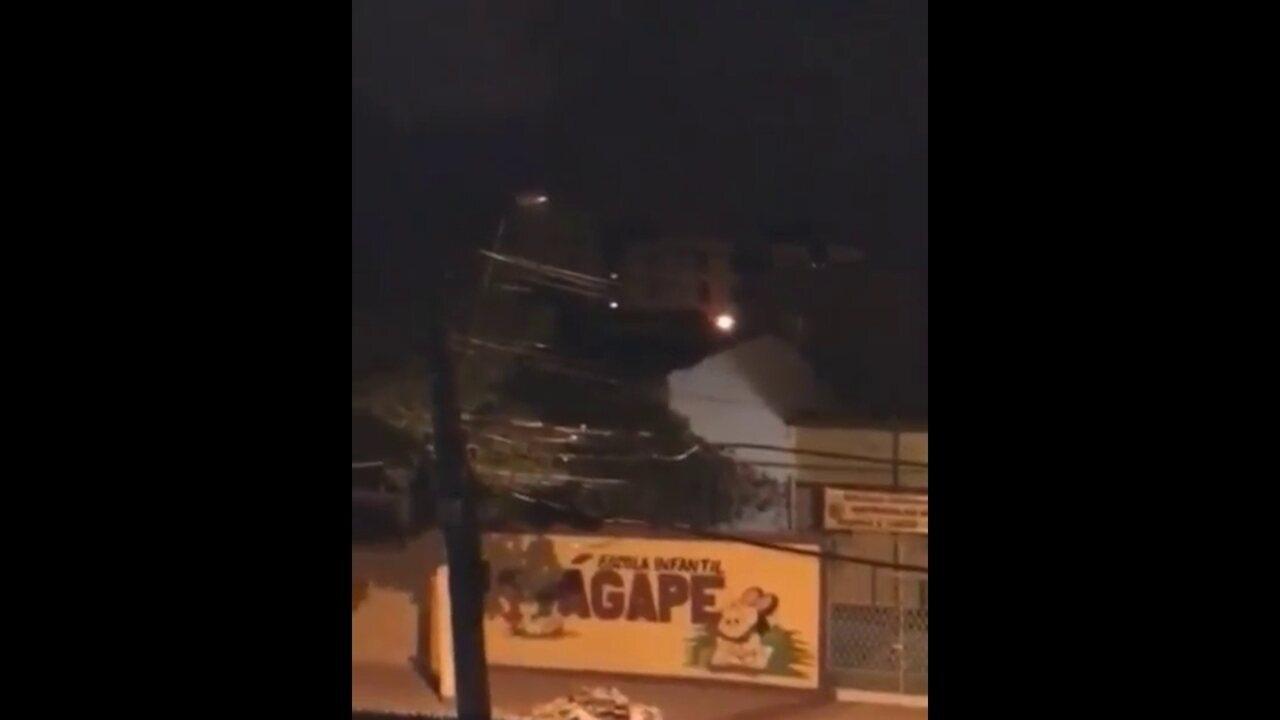 Vídeo mostra tiros disparados durante assalto ouvidos na frente de escola no Recife