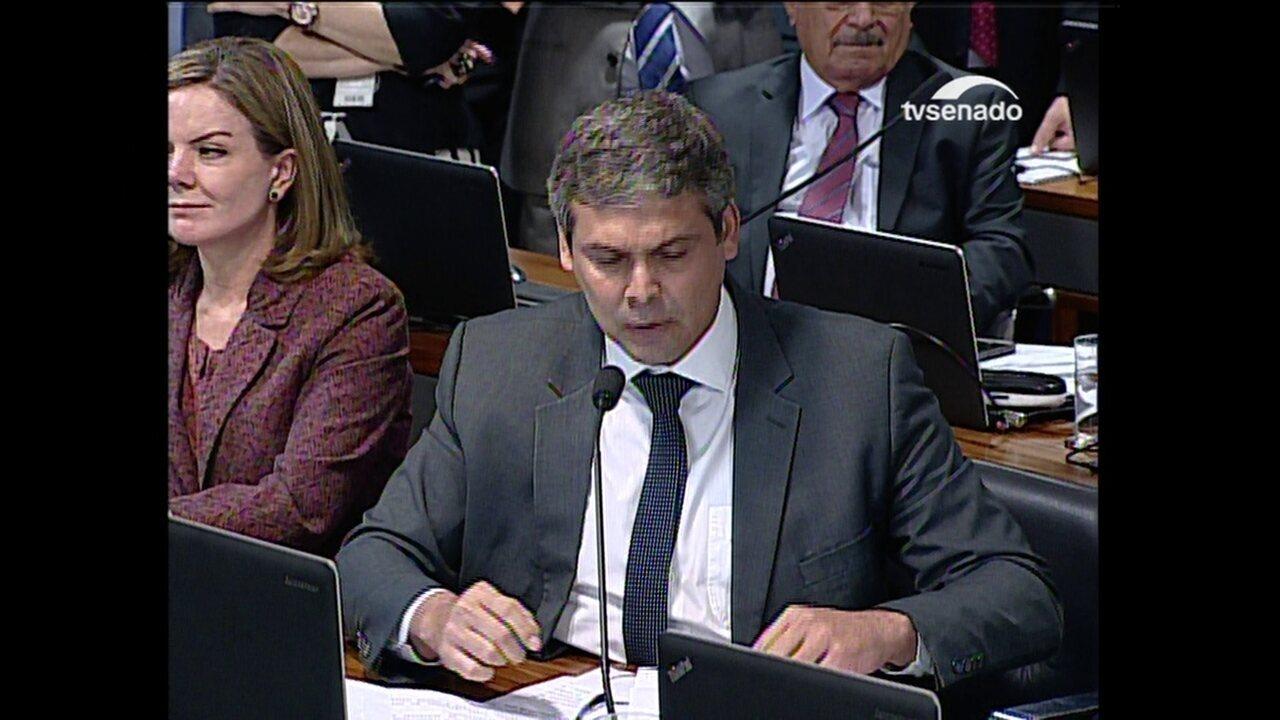 Farias questiona sobre Moraes sobre a repressão às manifestações de rua