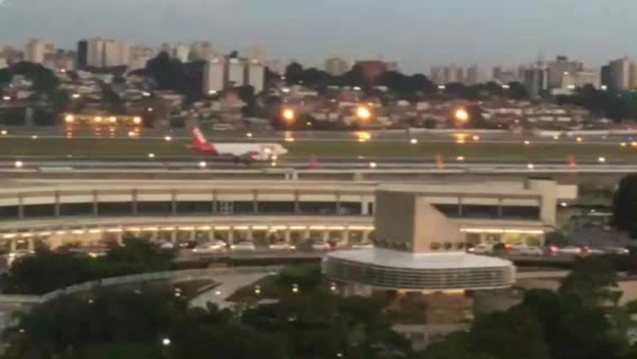 Avião tem pane na turbina ao tentar decolar no aeroporto de Congonhas