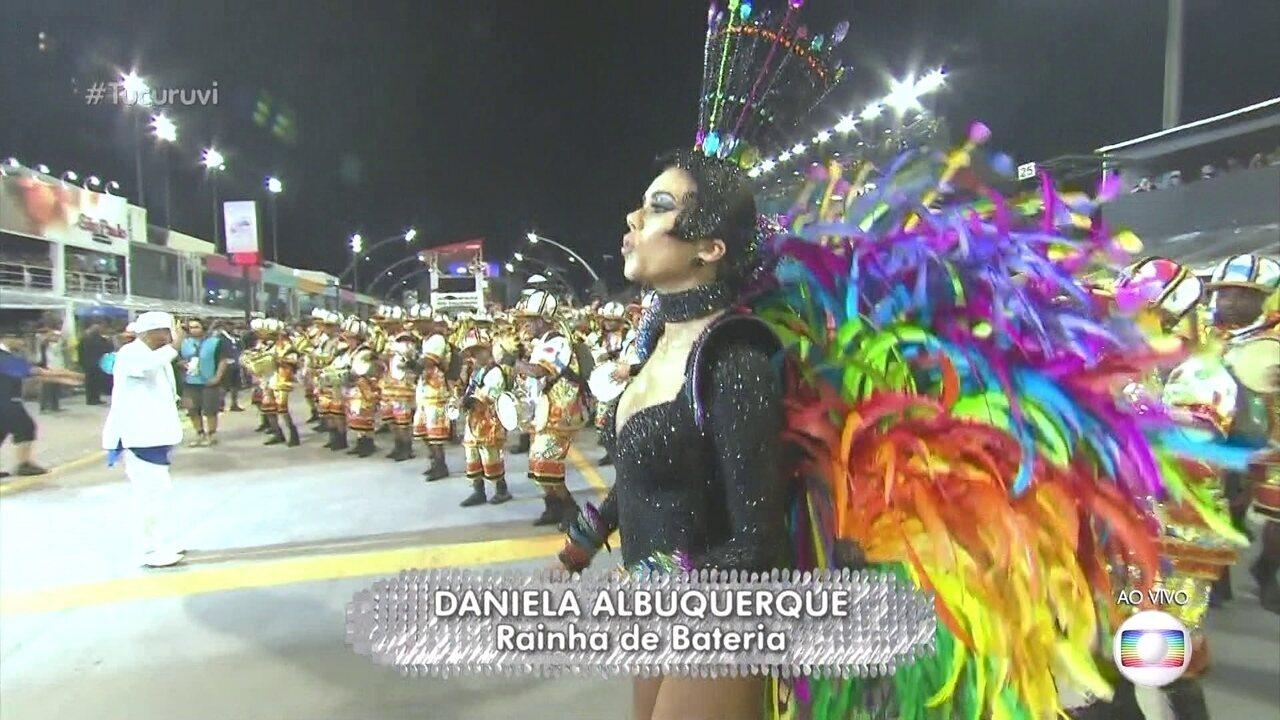 Daniela Albuquerque faz a estreia como rainha de bateria da Tucuruvi