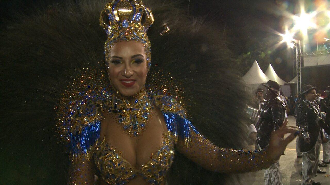 Rainha de bateria da Águia de Ouro brilha na avenida
