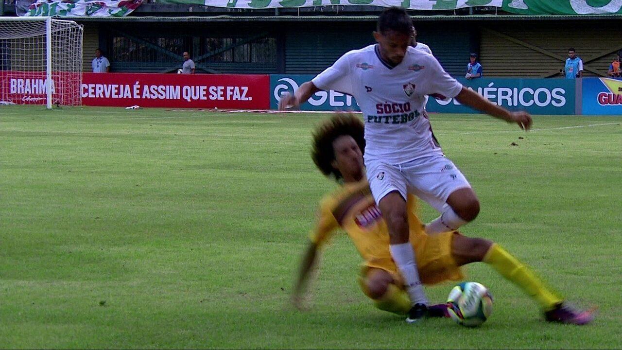 Douglas Lima entra forte no pé direito do Scarpa aos 43' do 1º