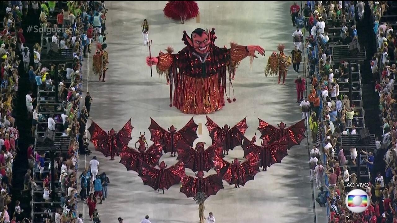 Comissão de frente do Salgueiro solta as feras com monstros e seres mitológicos
