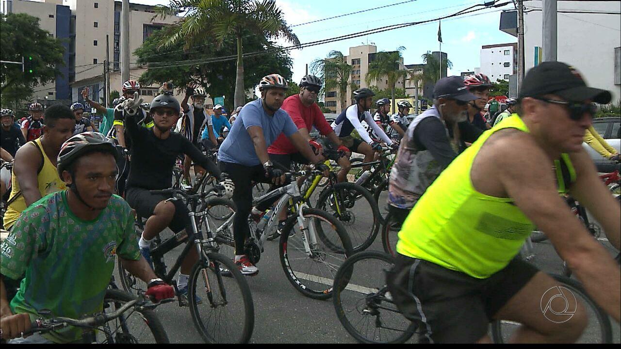 Passeio ciclístico reúne profissionais e amadores ao longo de 9 km