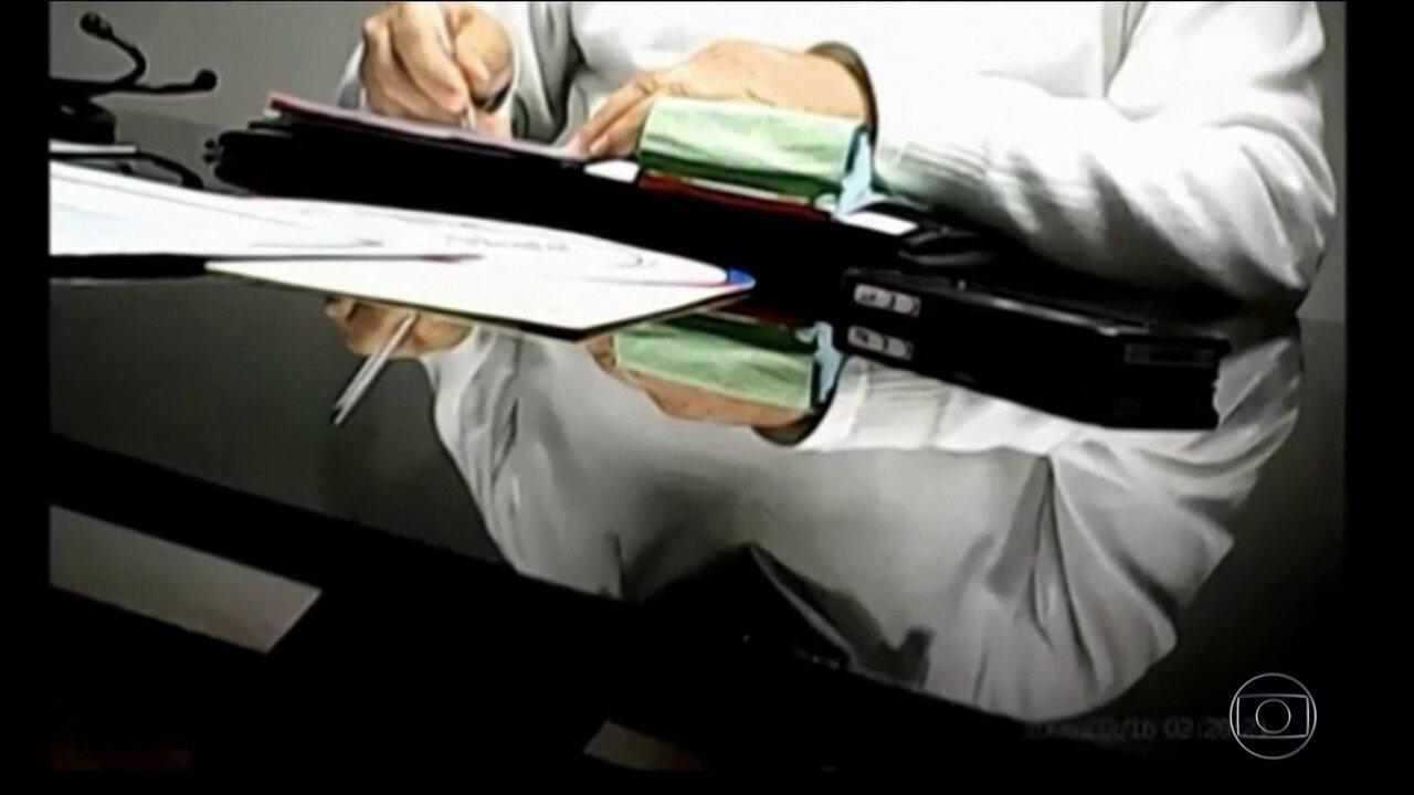 Médicos são acusados de cobrar procedimentos do SUS