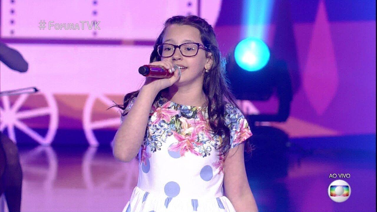 Mariana de Medeiros canta 'Trem Bala'