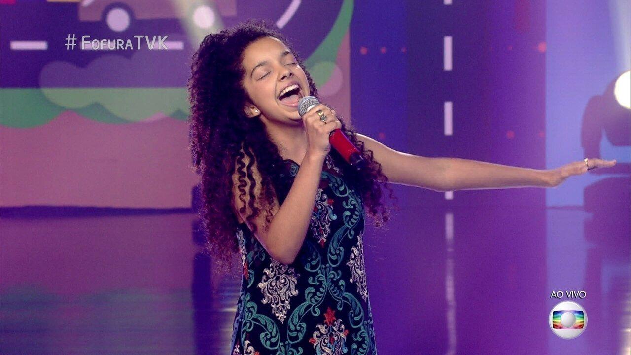 Laura Castro canta 'Pra Rua Me Levar'