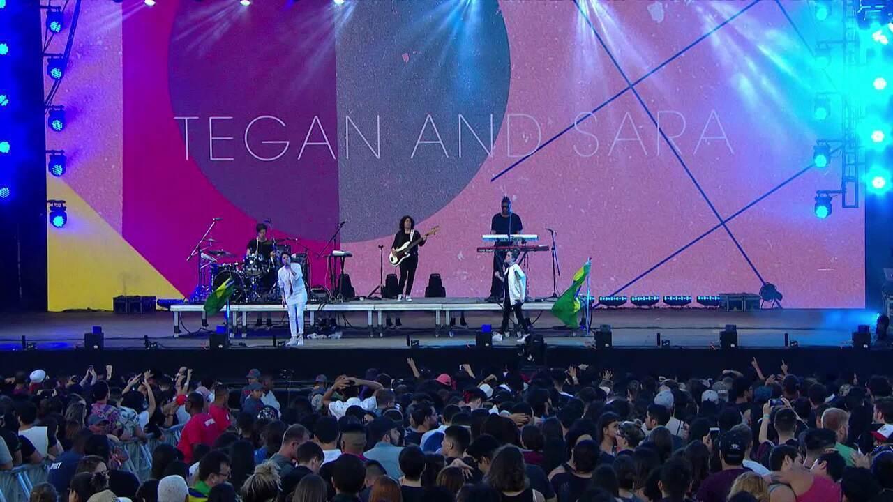 """Tegan and Sara cantam """"U Turn"""""""