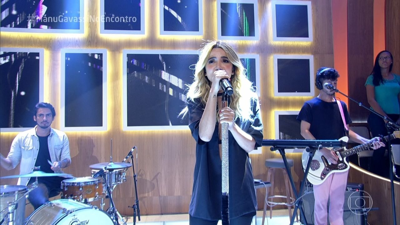 Manu Gavassi canta 'Let Me Love You'