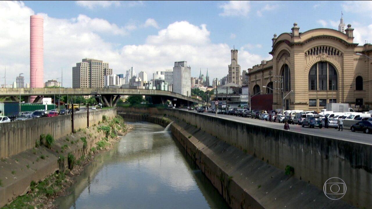 Rio Tamanduateí perdeu curvas com canalização ao longo dos anos