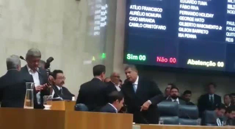 Prefeito João Doria é recebido com vaias no lançamento do Plano de Metas