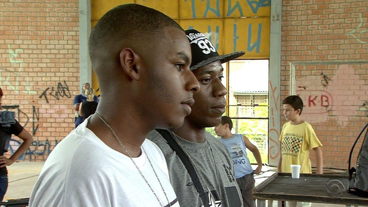 Batalha do Conhecimento: rappers fazem rimas com foco nos estudos