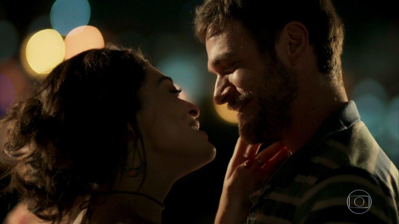 Rubinho prepara surpresa romântica para Bibi